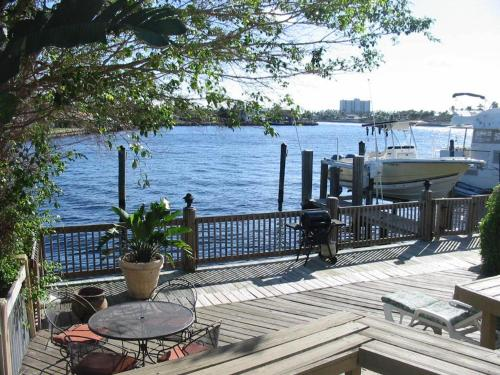Picture of Pompano Intracoastal Townhouses/><p class=