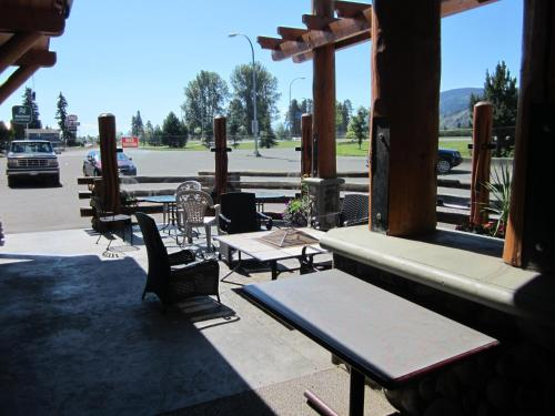 Aspen Inn In Smithers Bc Free Internet Swimming Pool Indoor Pool Restaurant Non