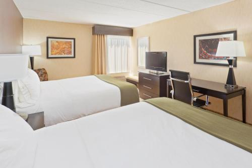 Holiday Inn Express Hotel & Suites Dover Photo