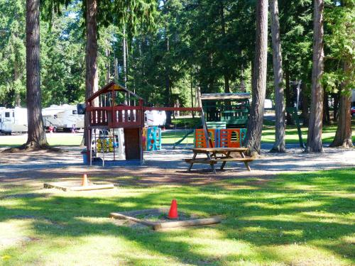Riverbend RV Resort and Cottages Photo