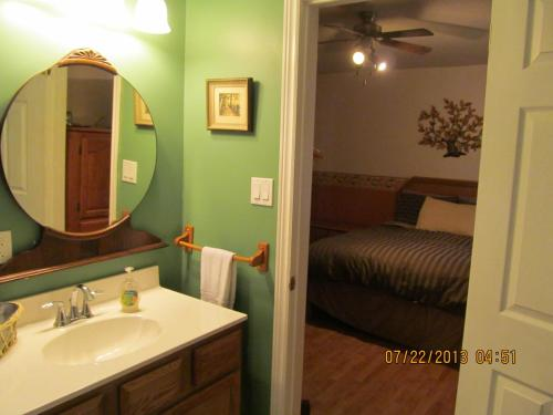 Twin Pines Bed and Breakfast Photo