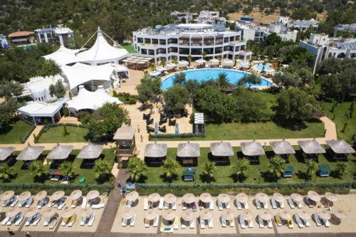 Yaliciftlik Latanya Beach Resort Hotel tatil