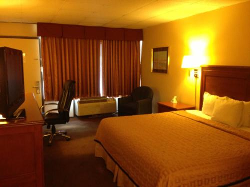 Americas Best Value Inn Hillsboro Photo