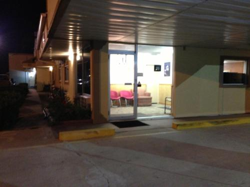 Americas Best Value Inn Macomb Photo