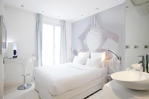 Blc design hotel in bastille gare de lyon lonely planet for Blc design hotel booking