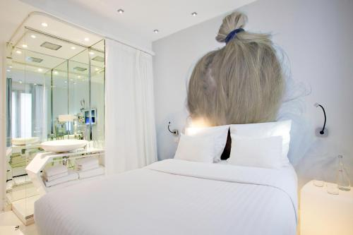 Blc design hotel in bastille gare de lyon paris france for Blc design hotel booking
