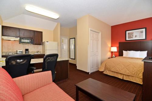 MainStay Suites Alcoa Photo