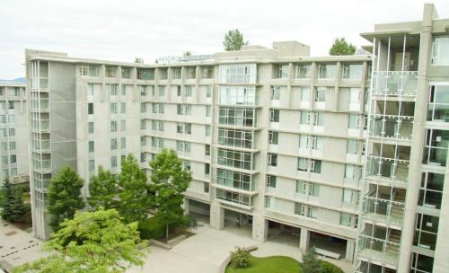 Simon Hotel at Simon Fraser University Photo