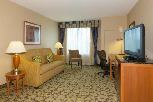 Hilton Garden Inn Buffalo Airport Photo