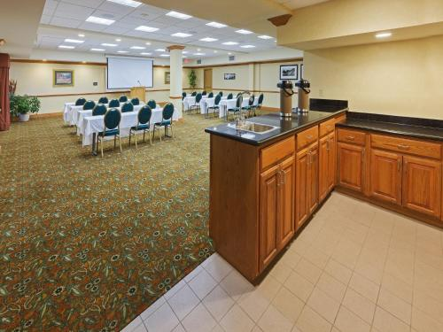 Country Inn & Suites By Carlson Oklahoma City Photo