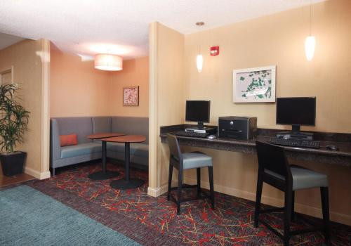 Residence Inn Houston Intercontinental Airport at Greenspoint photo 8