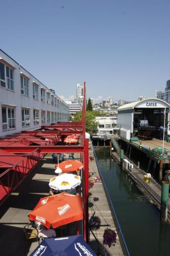 The Lonsdale Quay Hotel Photo