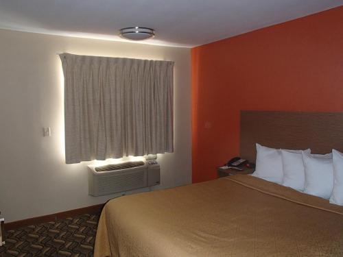 Quality Inn and Suites Six Flags - Arlington Photo