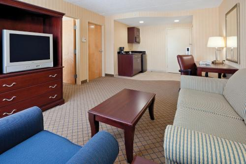 Holiday Inn Express & Suites West Long Branch - Eatontown Photo