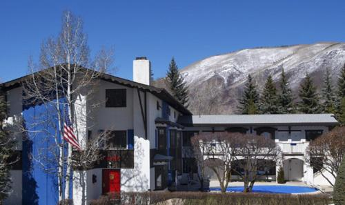 St Moritz Lodge and Condominiums Photo