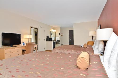 Clackamas Inn and Suites Photo