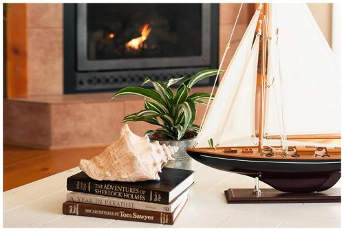 Cozy Harbor Cottage Photo