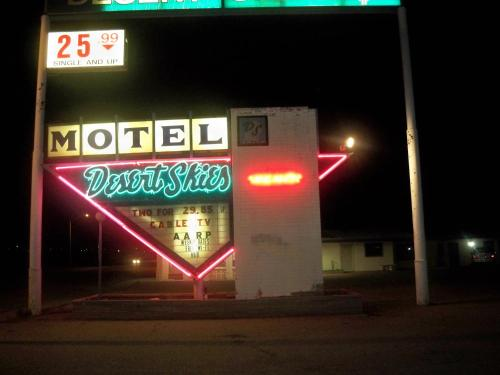 Desert Skies Motel Photo
