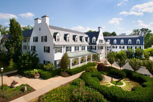 Nittany Lion Inn Photo