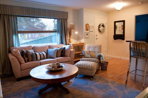 Seasons Above the Bay Guest Suites and B&B Photo