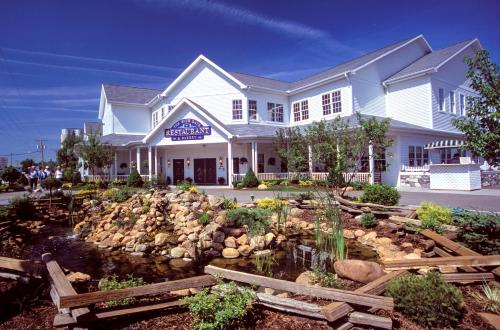 Blue Gate Garden Inn Shipshewana IN United States Overview