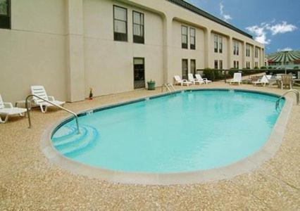 Baymont Inn and Suites Fayetteville Photo