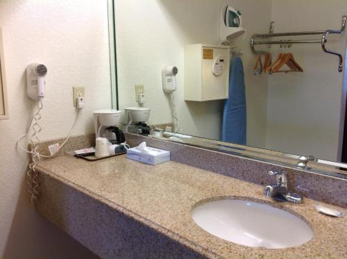 Rodeway Inn and Suites Houston Photo