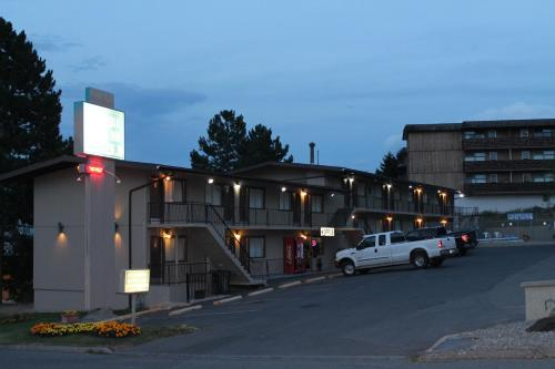 Columbia Motor Inn Photo