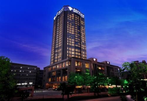 5 star hotels near huaqing hot springs resorts and