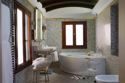 Hotel Liassidi Palace - Small Luxury Hotels of the World photo 31