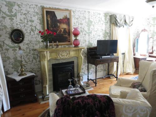 Annette Twining House circa 1818 Photo