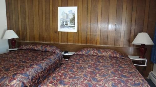 Sportman's Motel Photo