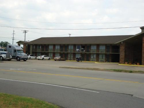 Americas Best Value Inn Roland Photo