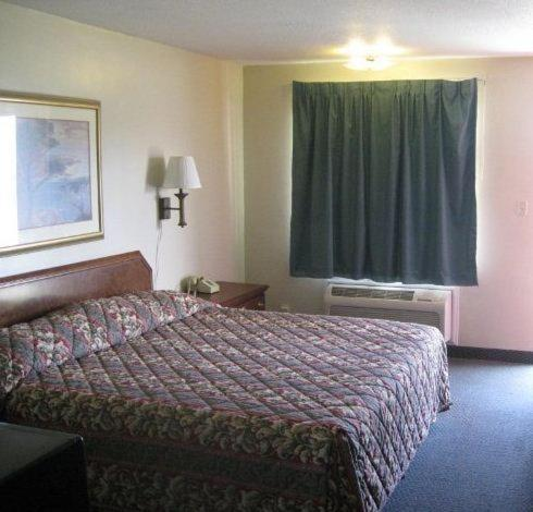 Red Carpet Inn (formerly Royal Inn) Photo