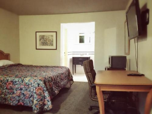 Town House Motel - Buena Park, CA 90621