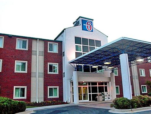 Motel 6 Newport TN Photo