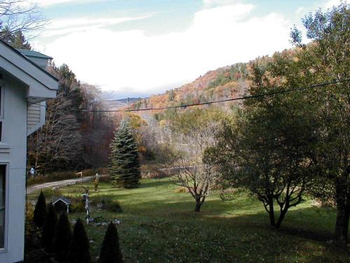 Mountain Valley Retreat Photo