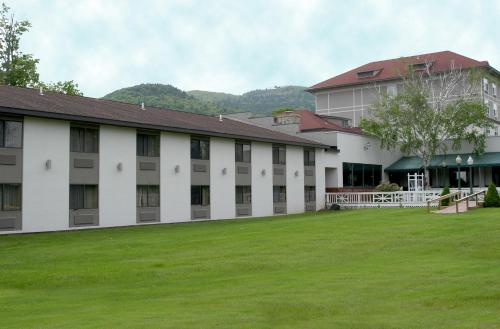 Fort William Henry Hotel Photo