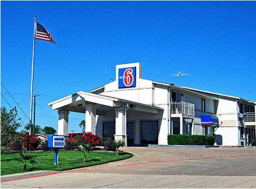 Motel 6 Dallas DeSoto Lancaster Photo
