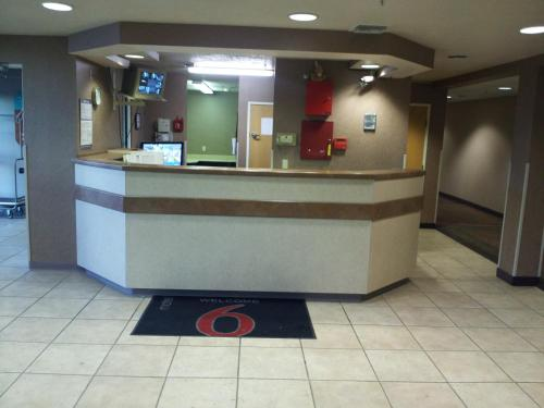 Motel 6 Bernalillo Photo