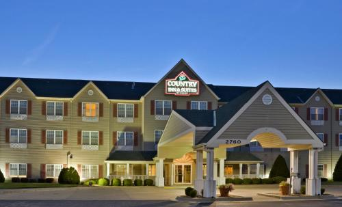 Country Inn & Suites Salina Photo