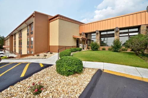 Best Western Center Pointe Inn - Branson Photo