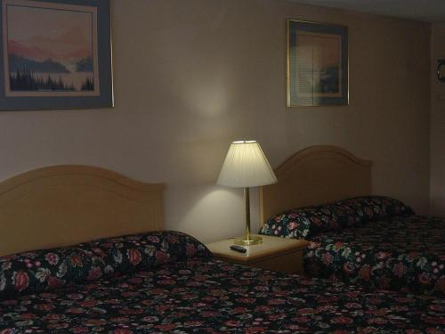 Fels Three Crown Motel Photo