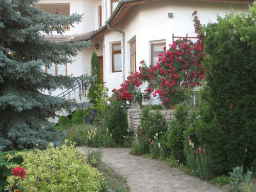 Guest House Astra - фото 0