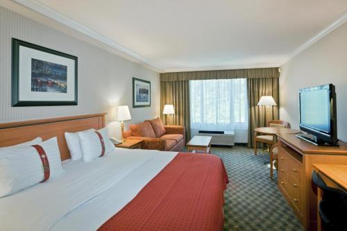 Holiday Inn North Vancouver Photo