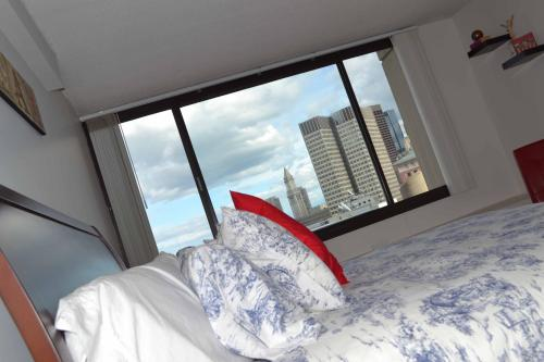 West End Luxury One Bedroom Apartment by Spare Suite