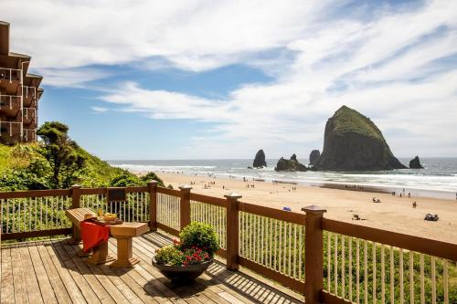 Hallmark Resort in Cannon Beach Photo