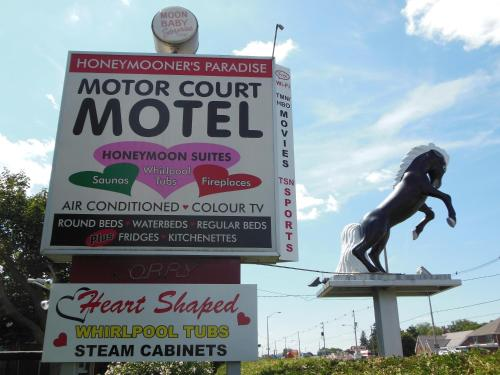 Motor Court Motel Photo