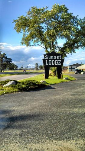 Escanaba (MI) United States  city pictures gallery : Sunset Lodge Escanaba, Escanaba, MI, United States Overview ...