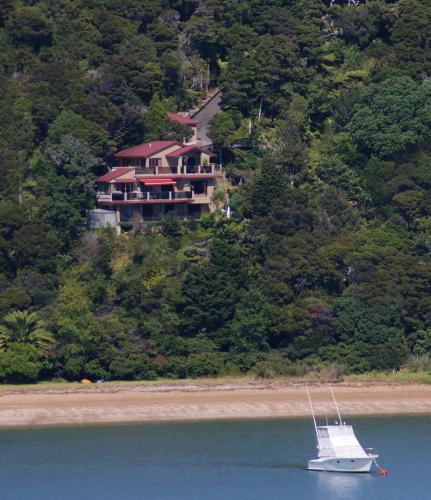 Bay Of Islands Beachhouse